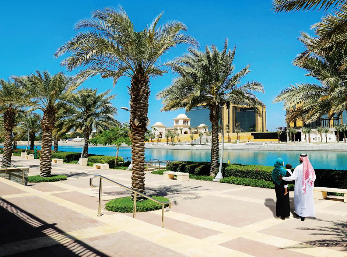 Bay La Sun Marina promenade view - KAEC