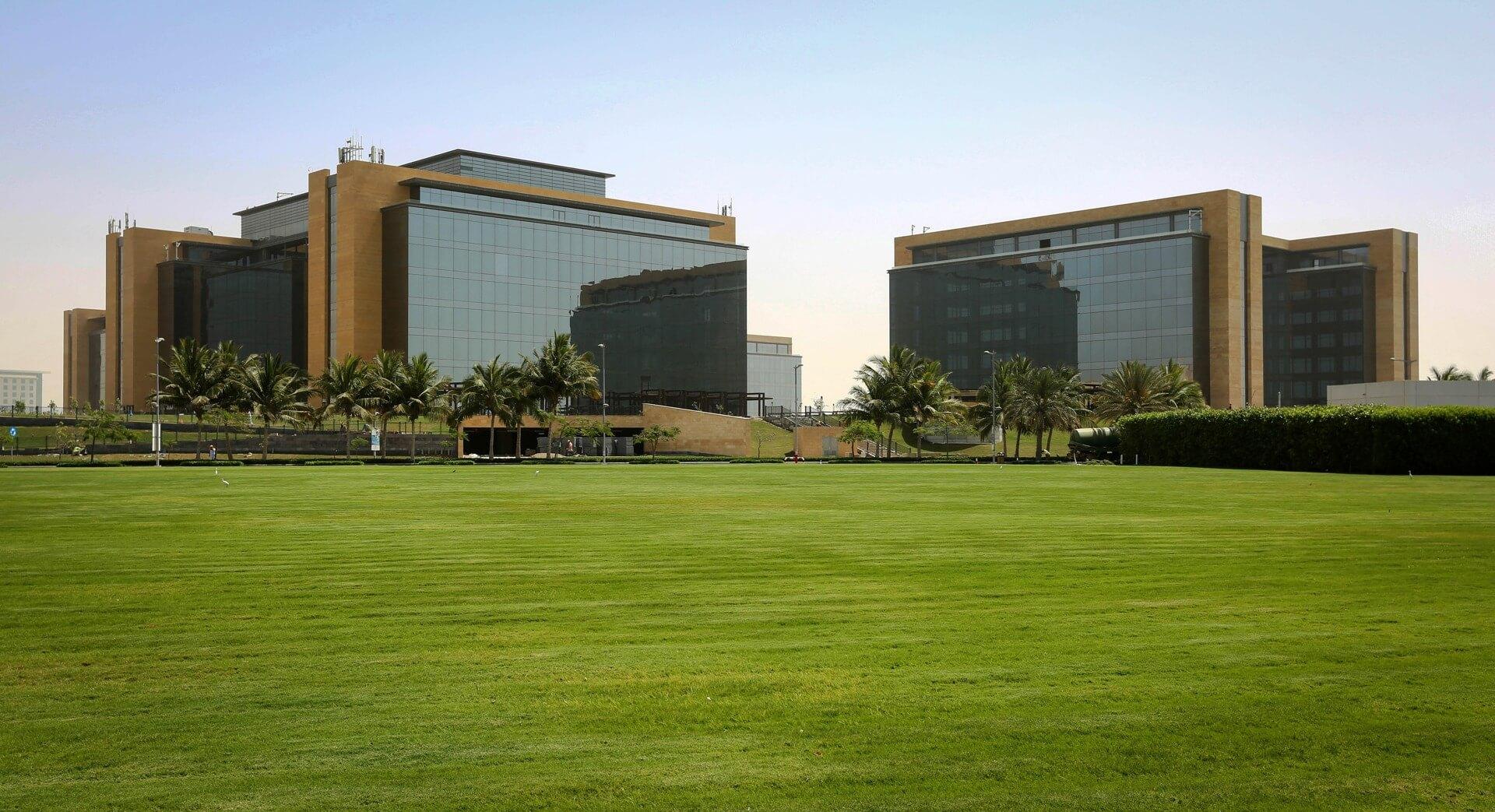مجمع الأعمال باي فيوزوالمساحات الخضراء - مدينة الملك عبدالله الاقتصادية