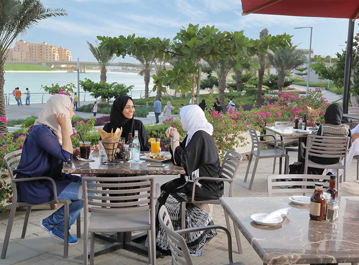 Waterfront dining at Baylasun Marina Promonade - KAEC